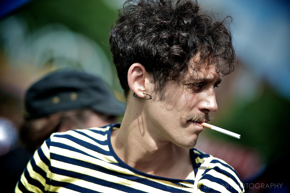Ironic moustaches recalling a century old style is a central element for the most audacious.