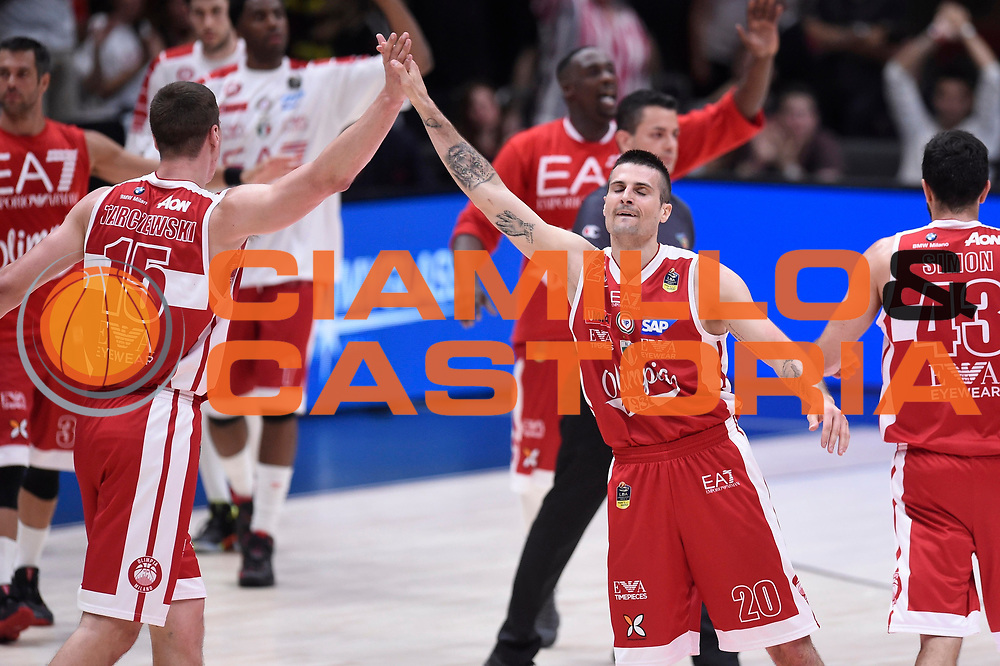 Kaleb Tarczewski, Cinciarini Andrea<br /> EA7 Emporio Armani Olimpia Milano - Dolomiti Energia Aquila Basket Trento<br /> Lega Basket Serie A, Semifinali Playoff 2016/2017<br /> Milano, 25/05/2017<br /> Foto Ciamillo-Castoria