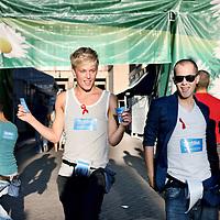 Nederland, Amsterdam , 5 augustus 2011..Dansende homofiele jongeren  in de Reguliersdwarsstraat tijdens de vooravond van de Gay Pride..Foto:Jean-Pierre Jans