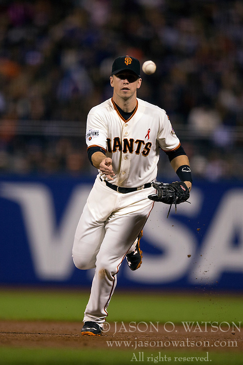 SAN FRANCISCO, CA - MAY 20:  Buster Posey #28 of the San Francisco Giants tosses to first base after fielding a ground ball against the Los Angeles Dodgers during the sixth inning at AT&T Park on May 20, 2015 in San Francisco, California.  (Photo by Jason O. Watson/Getty Images) *** Local Caption *** Buster Posey