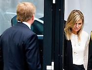 NIEUWEGEIN - Koning Willem-Alexander, koningin Maxima en minister-president Mark Rutte vertrekken na de besloten bijeenkomst voor de nabestaanden van de slachtoffers van de vliegramp met de MH17. COPYRIGHT ROBIN UTRECHT