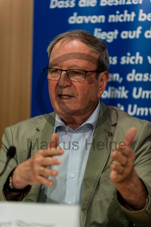 Deutschland, Berlin - 04.09.2017<br /> <br /> Der Koordinator f&uuml;r Energie und Klimapolitik, Natur- und Umweltschutz der AfD Burkard Reimer spricht w&auml;hrend der Pressekonferenz. Die AfD (Alternative f&uuml;r Deutschland) stellt auf der Pressekonferenz unter dem Thema &quot;Irrweg beenden - Umwelt sch&uuml;tzen&quot; ihr Konzept f&uuml;r die Energiewende und Diesel vor.<br /> <br /> Germany, Berlin - 04.09.2017<br /> <br /> The coordinator for energy and climate policy, natural and environmental protection of the AfD Burkard Reimer speaks during the press conference. The AfD (alternative for Germany) will be presenting its concept for the power generation and diesel engines at the press conference entitled &quot;Ending Irrigation - Protecting the Environment&quot;.<br /> <br />  Foto: Markus Heine<br /> <br /> ------------------------------<br /> <br /> Ver&ouml;ffentlichung nur mit Fotografennennung, sowie gegen Honorar und Belegexemplar.<br /> <br /> Bankverbindung:<br /> IBAN: DE65660908000004437497<br /> BIC CODE: GENODE61BBB<br /> Badische Beamten Bank Karlsruhe<br /> <br /> USt-IdNr: DE291853306<br /> <br /> Please note:<br /> All rights reserved! Don't publish without copyright!<br /> <br /> Stand: 09.2017<br /> <br /> ------------------------------