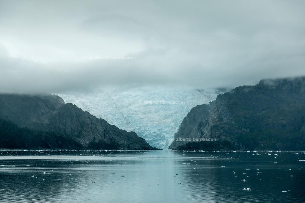Patagonia, cruising with Ventus Australis. Agostini Glacier