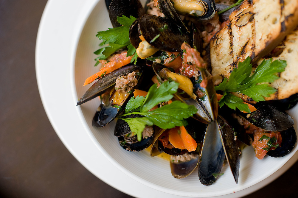 A bowl of Mussels at Ris.