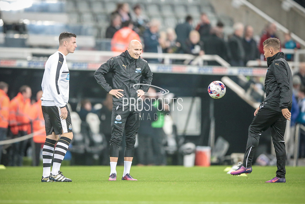 Jonjo Shelvey (Newcastle United) warms up with Ciaran Clark (Newcastle United) before the EFL Cup 4th round match between Newcastle United and Preston North End at St. James's Park, Newcastle, England on 25 October 2016. Photo by Mark P Doherty.