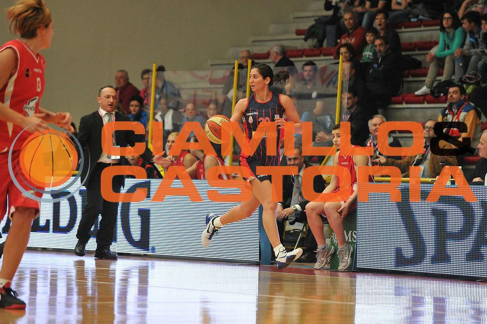 DESCRIZIONE : Schio Vicenza Lega A1 Femminile 2011-12 Coppa Italia Semifinale Cras Taranto Bracco Geas S.S. Giovanni<br /> GIOCATORE : michelle greco<br /> CATEGORIA :palleggio <br /> SQUADRA : Cras Taranto Bracco Geas S.S. Giovanni<br /> EVENTO : Campionato Lega A1 Femminile 2011-2012 <br /> GARA : Cras Taranto Bracco Geas S.S. Giovanni<br /> DATA : 17/03/2012 <br /> SPORT : Pallacanestro <br /> AUTORE : Agenzia Ciamillo-Castoria/M.Gregolin<br /> Galleria : Lega Basket Femminile 2011-2012 <br /> Fotonotizia : Schio Vicenza Lega A1 Femminile 2011-12 Coppa Italia Semifinale Cras Taranto Bracco Geas S.S. Giovanni<br /> Predefinita :
