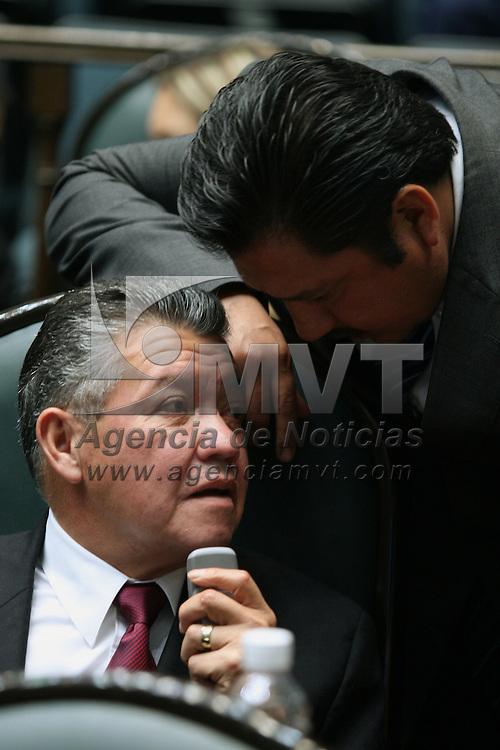 Toluca, Mex.- Los diputados Jesus Acosta (izq) y Tereso Martinez (der) del PAN, conversan durante la sesion del Congreso del Estado de Mexico donde se discue el decreto para la aprobacion de la ley de ingresos. Agencia MVT / Mario Vazquez de la Torre. (DIGITAL)<br /> <br /> <br /> <br /> <br /> <br /> <br /> <br /> NO ARCHIVAR - NO ARCHIVE