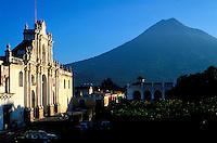Guatemala - Antigua - Plaza Mayor - Cathedrale
