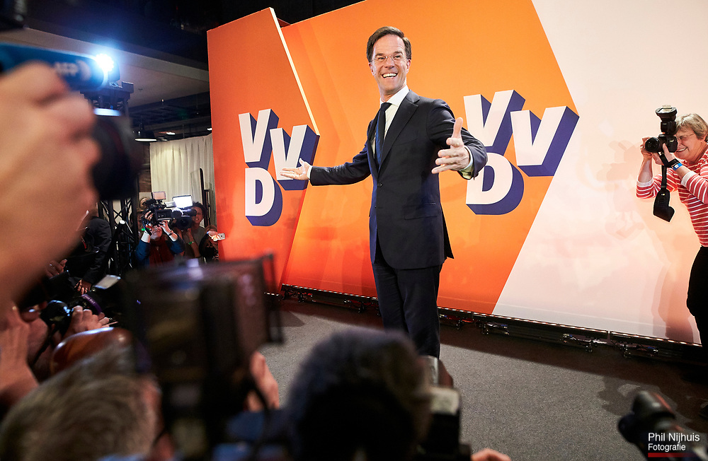 Nederland, Den Haag, 15 maart 2017 - VVD lijsttrekker Mark Rutte spreekt de vvd'ers toe.<br /> De VVD bekijkt de uitslagen van de exitpolls van de verkiezingen in het WTC in Den Haag.<br /> Foto; Phil Nijhuis