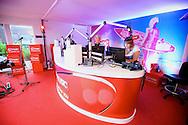 AMSTERDAM - Op het dakterras van Q-Music is een bijzonder miniconcert gehouden. Met hier op de foto  radio dj Kristel van Eijk in de studio van Q-Music. FOTO LEVIN DEN BOER - PERSFOTO.NU