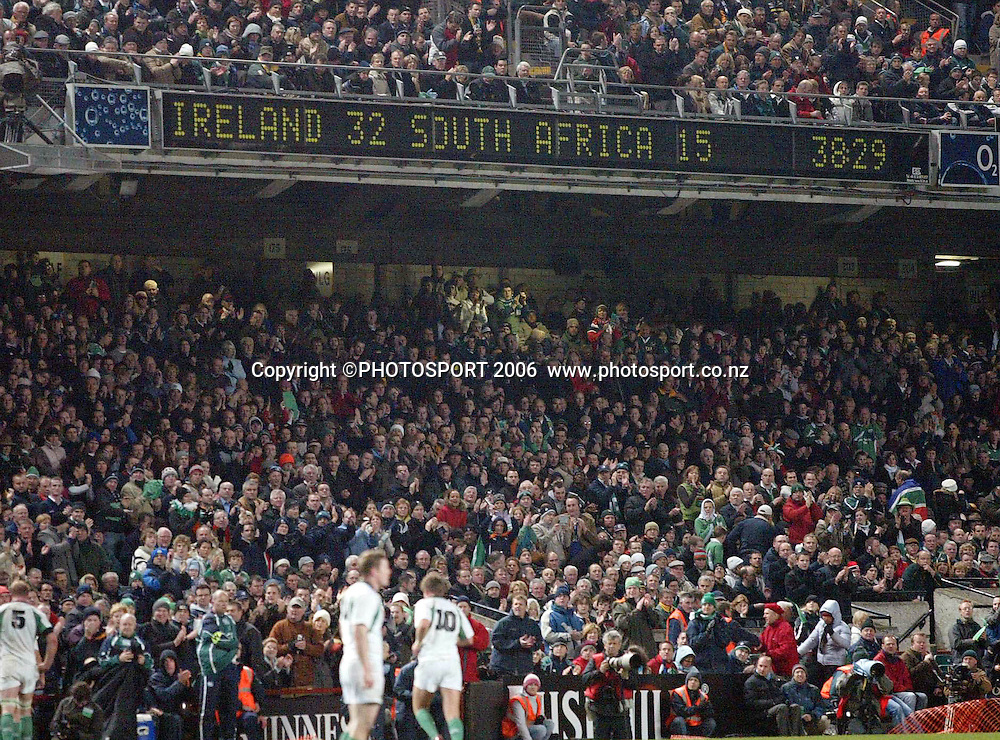Rugby Union International, Lansdowne Road, 11/11/2006<br /> Ireland vs South Africa<br /> The final score<br /> <br /> during the international rugby match between Ireland and South Africa at Lansdowne Road, Dublin, Ireland on Sunday 11 November 2006. Ireland won the match 32-15. Photo: INPHO/PHOTOSPORT  #NO AGENTS#<br /> <br /> <br /> 111106  *** Local Caption ***