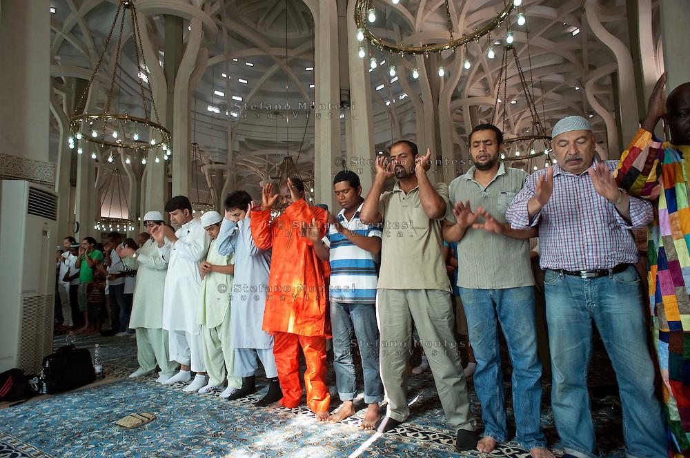 Roma 30 Agosto 2011. Eid al-Fitr preghiera per la fine del mese di  Ramadan alla grande Moschea di Roma.The Eid al-Fitr prayer the end  for Ramadan.