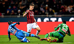 AC MIlanÃ•s Krzysztof Piatek (M) vies with Napoli's Kalidou Koulibaly(L) and David Ospina (R)during a Serie A soccer match between AC Milan and Napoli in Milan, Italy, Jan. 26 , 2019. ACMilan draw 0-0. (Credit Image: © Daniele Mascolo/Xinhua via ZUMA Wire)