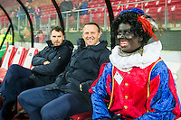 ALKMAAR - 04-12-2015, AZ - ADO Den Haag, AFAS Stadion, Assistent trainer Dennis Haar, AZ trainer John van den Brom, Zwarte Piet.