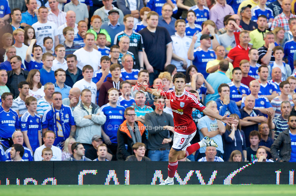 LONDON, ENGLAND - Saturday, August 20, 2011: West Bromwich Albion's Shane Long celebrates scoring the first goal against Chelsea during the Premiership match at Stamford Bridge. (Pic by David Rawcliffe/Propaganda)