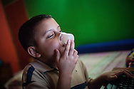 Manuel Alejandro toma otra dosis de sus medicinas. Gracias a FundaHigado, en junio de 2012, recibió un trasplante de higado que le permite disfrutar de la vida. Maracaibo, Venezuela 20 y 21 Oct. 2012. (Foto/ivan gonzalez)