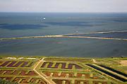 Nederland, Noord-Holland, Andijk, 14-07-2008; productie van drinkwater, het spaarbekken omgeven door dijken ligt in het IJsselmeer en bevat ongezuiverd water; onder in beeld de bassins die gebruikt worden in het zuiveringsproces; drinkwaterzuivering, zuivering, zuiveren. .luchtfoto (toeslag); aerial photo (additional fee required); .foto Siebe Swart / photo Siebe Swart