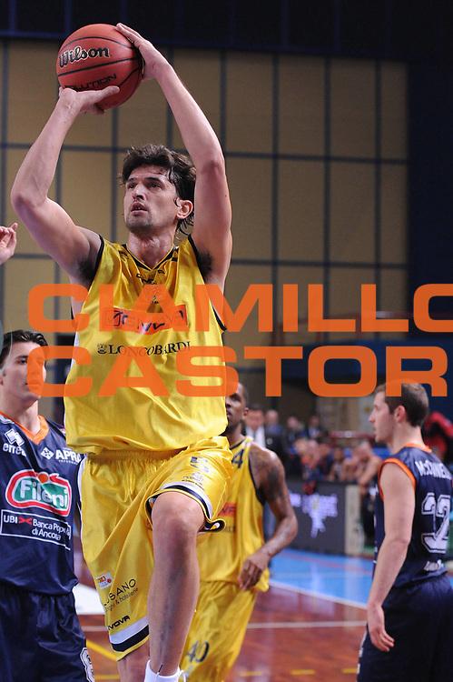 DESCRIZIONE : Bari Lega A2 2011-12 Toys&amp;More Final Four Coppa Italia Semifinale Givova Scafati Fileni BPA Jesi<br /> GIOCATORE : Nikola Radulovic<br /> CATEGORIA : tiro<br /> SQUADRA : Givova Scafati <br /> EVENTO : Campionato Lega A2 2011-2012<br /> GARA : Givova Scafati Fileni BPA Jesi<br /> DATA : 03/03/2012<br /> SPORT : Pallacanestro<br /> AUTORE : Agenzia Ciamillo-Castoria/M.Marchi<br /> Galleria : Lega Basket A2 2011-2012  <br /> Fotonotizia : Bari Lega A2 2010-11 Toys&amp;More Final Four Coppa Italia Semifinale Givova Scafati Fileni BPA Jesi<br /> Predefinita :