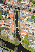 Nederland, Zuid-Holland, Leiden, 09-04-2014; centrum Leiden met onder in beeld  Witte SIngel, Vliet naar water Rapenburg (boven).Schoolplein basisschool met zonnepanelen.<br /> Old town and heart of the city of Leiden with canals.<br /> luchtfoto (toeslag op standard tarieven);<br /> aerial photo (additional fee required);<br /> copyright foto/photo Siebe Swart