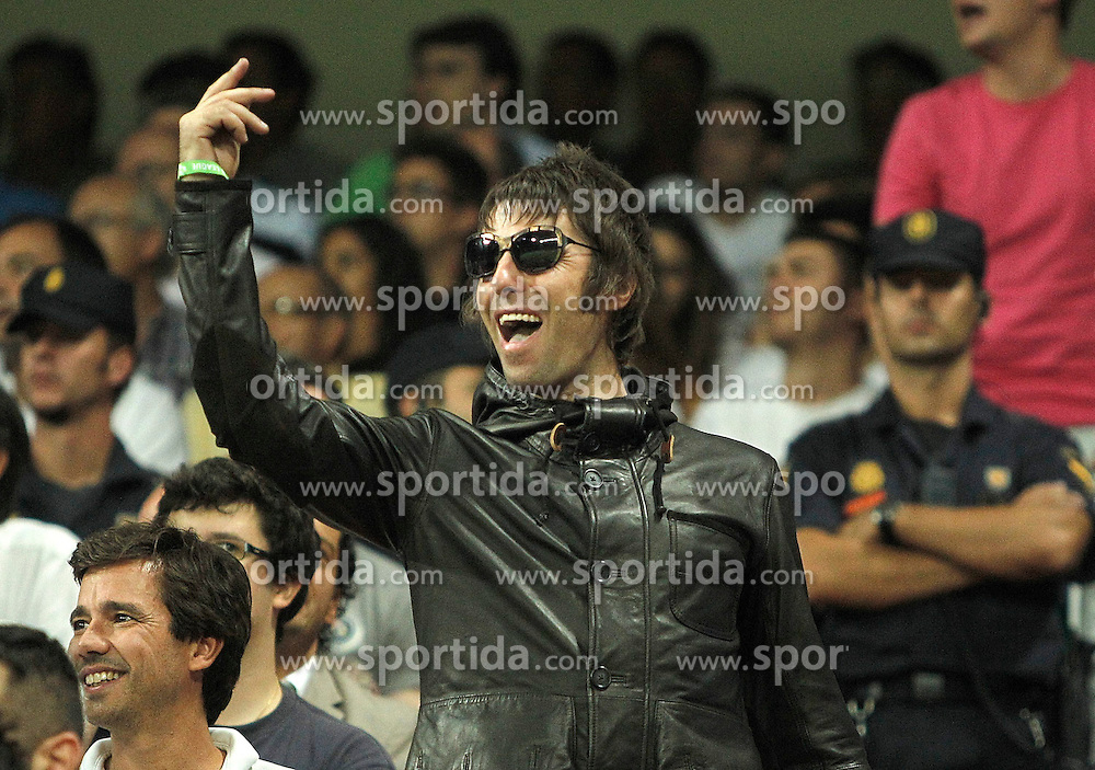 18.09.2012, Estadio Santiago Bernabeu, Madrid, ESP, UEFA Champions League, Real Madrid vs Manchester City, Gruppe D, im Bild Manchester City's fan Liam Gallagher cheers his team from the stands // during during teh UEFA Champions League group D match between Real Madrid CF and Manchester City at the Estadio Santiago Bernabeu, Madrid, Spain on 2012/09/18. EXPA Pictures © 2012, PhotoCredit: EXPA/ Alterphotos/ Alvaro Hernandez..***** ATTENTION - OUT OF ESP and SUI *****