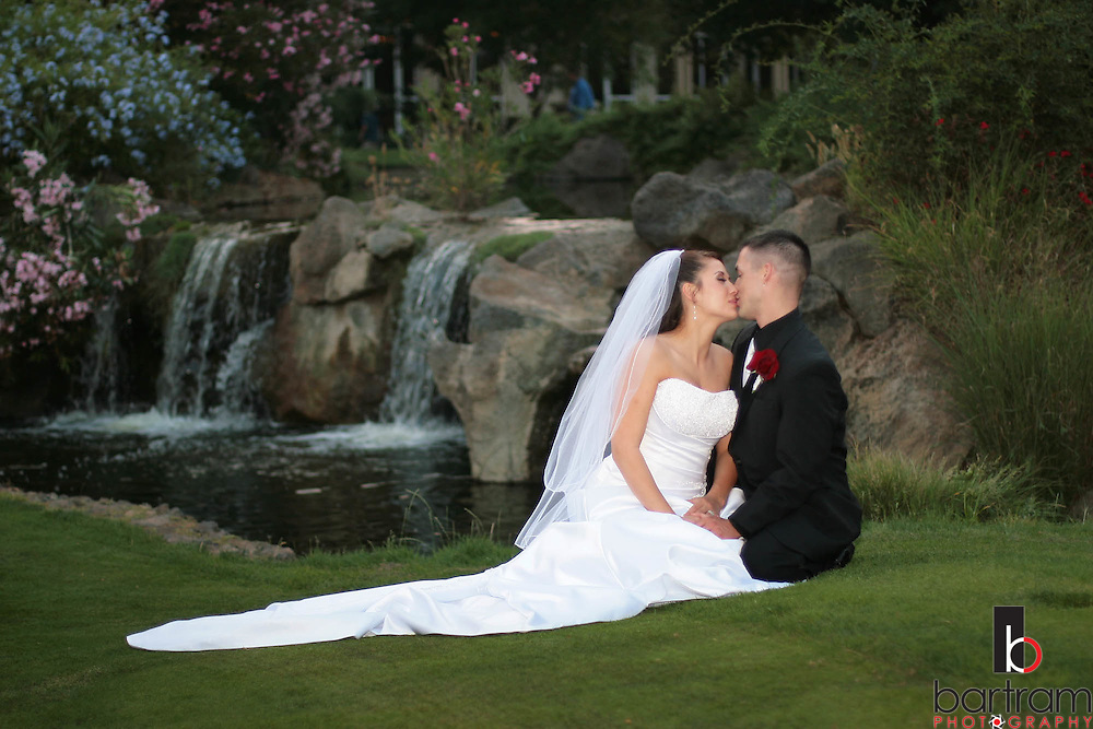Photographer: Kevin Bartram.Senft-Kreutzinger 06-27-2008.Mayumi Senft and Evan Kreutzinger at their wedding at The Nines in Brentwood, California.
