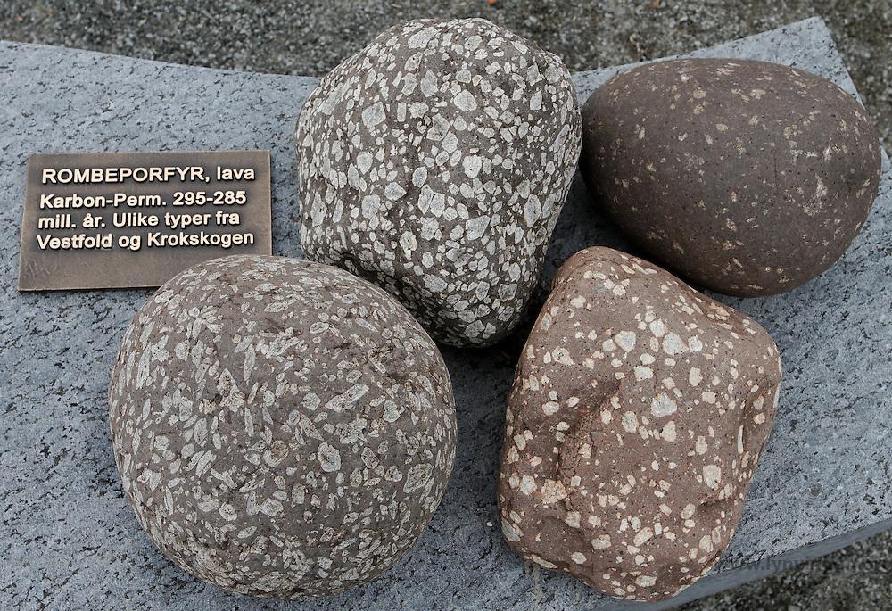 ....Rombeporfyt, lava ..Karbon-Perm. 295-285 millioner år. ..Ulike typer fra Vestfold og Krokskogen ....---- ....Rhombus porfyt, lava..Karbon - Perm. 295-285 million years...Different types from Vestfold and Krokskogen