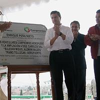 Toluca, Mex.- Juan Rodolfo Sánchez Gómez alcalde de Toluca y Enrique Peña Nieto, Gobernador del estado develaron una placa en la inauguración de los puentes Aeropuerto I y Aeropuerto II del Boulevard Miguel Alemán, acompañados por Agustín González Cabrera y Santiago Zepeda González alcaldes de Lerma Y san Mateo Atenco. Agencia MVT / Arturo Rosales. (DIGITAL)<br /> <br /> <br /> <br /> <br /> <br /> <br /> <br /> NO ARCHIVAR - NO ARCHIVE