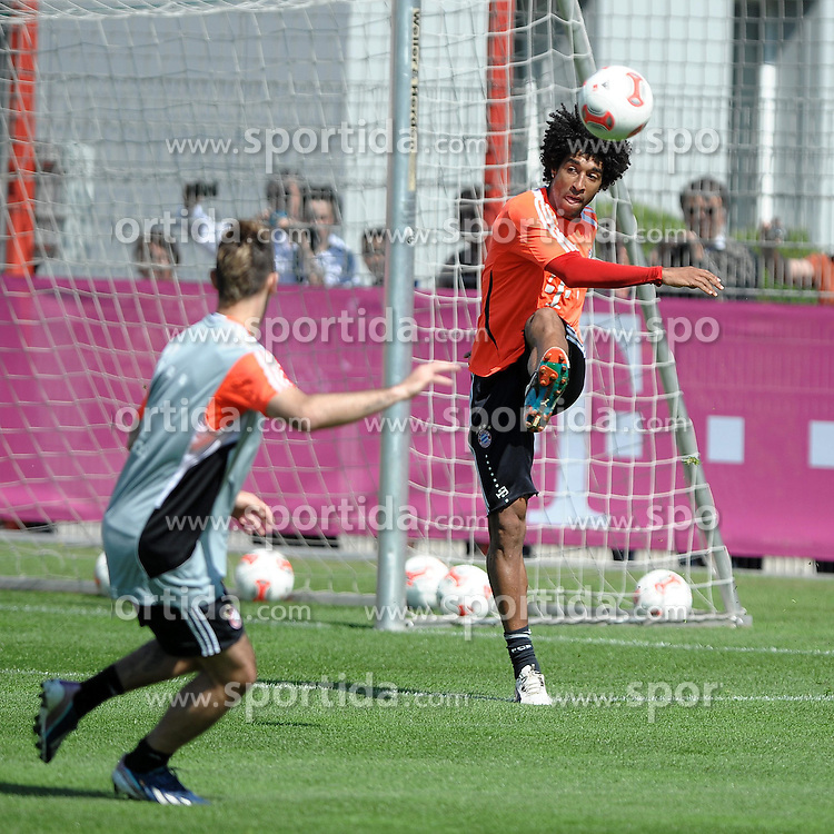 08.05.2013, Saebener Strasse, Muenchen, GER, 1. FBL, FC Bayern Muenchen, Training, im Bild DANTE (FC Bayern Muenchen), rechts // during a Trainingssession of the German Bundesliga Club FC Bayern Munich at the Saebener Strasse, Munich, Germany on 2013/05/08. EXPA Pictures © 2013, PhotoCredit: EXPA/ Eibner/ Wolfgang Stuetzle..***** ATTENTION - OUT OF GER *****