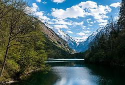 THEMENBILD - Blick über den Klammsee auf die angeschneiten Berge, aufgenommen am 24. April 2017, Klammsee, Kaprun Österreich // at the Klammsee, Kaprun Austria on 2017/04/24. EXPA Pictures © 2017, PhotoCredit: EXPA/ JFK