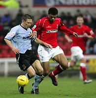 Fotball<br /> England 2004/2005<br /> Foto: SBI/Digitalsport<br /> NORWAY ONLY<br /> <br /> Swindon Town v Hull City<br /> The Coca-Cola Football League one. County Ground.<br /> 20/11/2004<br /> <br /> Swindon's Jerel Ifil and Hull's Nick Barmby
