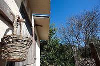 Tenuta San Leonardo, Specchia-Alessano 19 ottobre 2012..Antica costruzione di architettura rurale del '700, un tempo adibita all'allevamento dei bovini, oggi trasformata in una gradevole azienda agrituristica. Lungo la strada che collega Specchia ad Alessano, in un ampio terreno