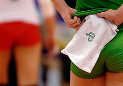 21-09-2007 VOLLEYBAL: EUROPEES KAMPIOENSCHAP: TSJECHIE - BULGARIJE: HASSELT<br /> Tsjechie wint met 3-2 van Bulgarije / Vloerdoekje handdoek creative volleybal item illustratief mopper<br /> ©2007-WWW.FOTOHOOGENDOORN.NL