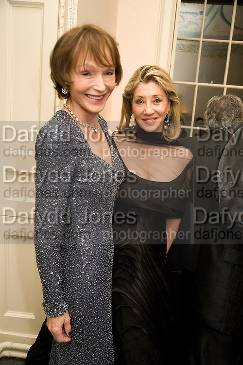 VICTORIA GETTY; SUSAN GUTFREUND, Nicky Haslam party for Janet de Botton and to celebrate 25 years of his Design Company.  Parkstead House. Roehampton. London. 16 October 2008.  *** Local Caption *** -DO NOT ARCHIVE-© Copyright Photograph by Dafydd Jones. 248 Clapham Rd. London SW9 0PZ. Tel 0207 820 0771. www.dafjones.com.