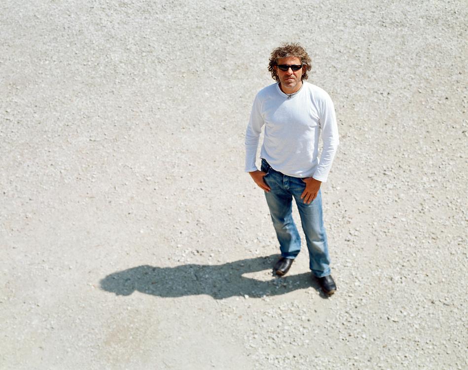 09 MAY 2001 - Marsan (VI) - Renzo Rosso, fondatore Diesel, presso l'azienda agricola Diesel Farm