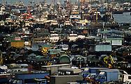 the Junks (aerial view) in typhon shelter of Aberdeen  Hong Kong  Hong Kong    /// les jonques abri anti typhon. Aberdeen. vue aérienne . Aberdeen ancien port réduit aujourd'hui à un bras d'eau.  Hong Kong