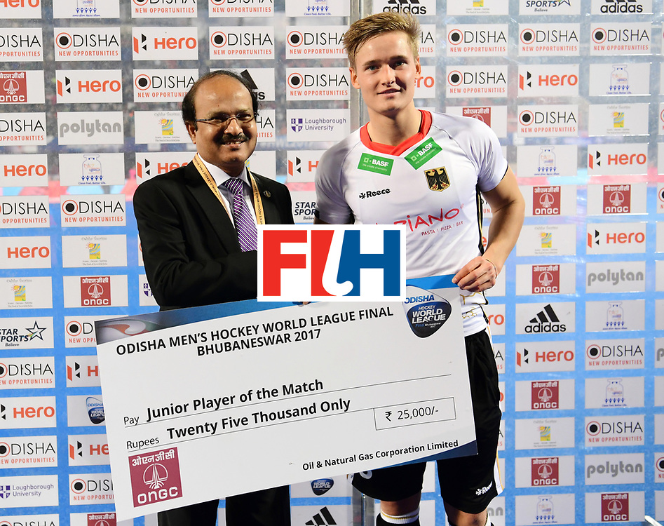 Odisha Men's Hockey World League Final Bhubaneswar 2017<br /> Match id:01<br /> Germany v England<br /> Foto: Junior player of the match. Presented bt Mr. Shashi Shanker Chairman and Managing director Oil and Natural Gas Corporation Ltd.<br /> WORLDSPORTPICS COPYRIGHT FRANK UIJLENBROEK