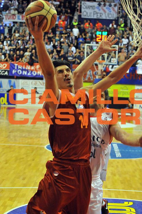 DESCRIZIONE : Biella Lega A 2011-12 Angelico Biella Acea Roma <br /> GIOCATORE : Nihad Dedovic<br /> SQUADRA :  Acea Roma<br /> EVENTO : Campionato Lega A 2011-2012 <br /> GARA :Angelico Biella Acea Roma<br /> DATA : 25/01/2012<br /> CATEGORIA : Penetrazione Tiro<br /> SPORT : Pallacanestro <br /> AUTORE : Agenzia Ciamillo-Castoria/ L.Goria<br /> Galleria : Lega Basket A 2011-2012 <br /> Fotonotizia : Biella Lega A 2011-12  Angelico Biella Acea Roma<br /> Predefinita