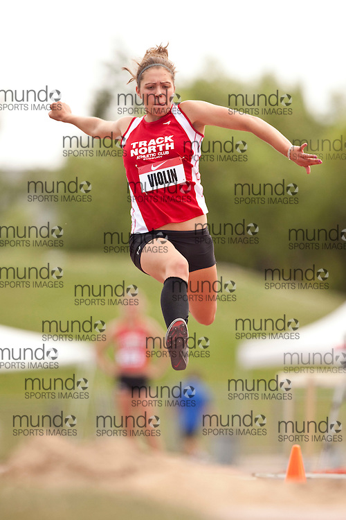 Winnipeg, Manitoba ---11-07-10---   Alicia Violin competes in the triple jump at the 2011 Canadian Junior National Track and Field Championships in Winnipeg, Manitoba,  July 10, 2011..GEOFF ROBINS/ Mundo Sport Images.
