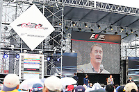 Nigel Mansell (GBR) entertains the fans.<br /> Japanese Grand Prix, Sunday 5th October 2014. Suzuka, Japan.