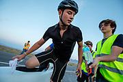 De tweede racedag. In Battle Mountain (Nevada) wordt ieder jaar de World Human Powered Speed Challenge gehouden. Tijdens deze wedstrijd wordt geprobeerd zo hard mogelijk te fietsen op pure menskracht. De deelnemers bestaan zowel uit teams van universiteiten als uit hobbyisten. Met de gestroomlijnde fietsen willen ze laten zien wat mogelijk is met menskracht.<br /> <br /> In Battle Mountain (Nevada) each year the World Human Powered Speed Challenge is held. During this race they try to ride on pure manpower as hard as possible.The participants consist of both teams from universities and from hobbyists. With the sleek bikes they want to show what is possible with human power.
