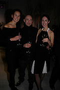 Cristina Colomar, Steven Asquith and Lisa Carlson. Almeida 25th Anniversay Gala. Gagosian Gallery, Brittania St. Kings Cross. London. 27 January 2005. ONE TIME USE ONLY - DO NOT ARCHIVE  © Copyright Photograph by Dafydd Jones 66 Stockwell Park Rd. London SW9 0DA Tel 020 7733 0108 www.dafjones.com