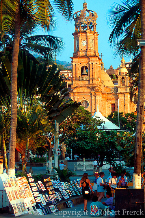 MEXICO, PACIFIC COAST, JALISCO, TOURISM Puerto Vallarta; artist market on Paseo Ordaz with the Plaza de Armas and Guadalupe church beyond