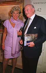 LORD & LADY HAMBRO at an antiques fair in London on 9th June 1999.<br /> MSY 107