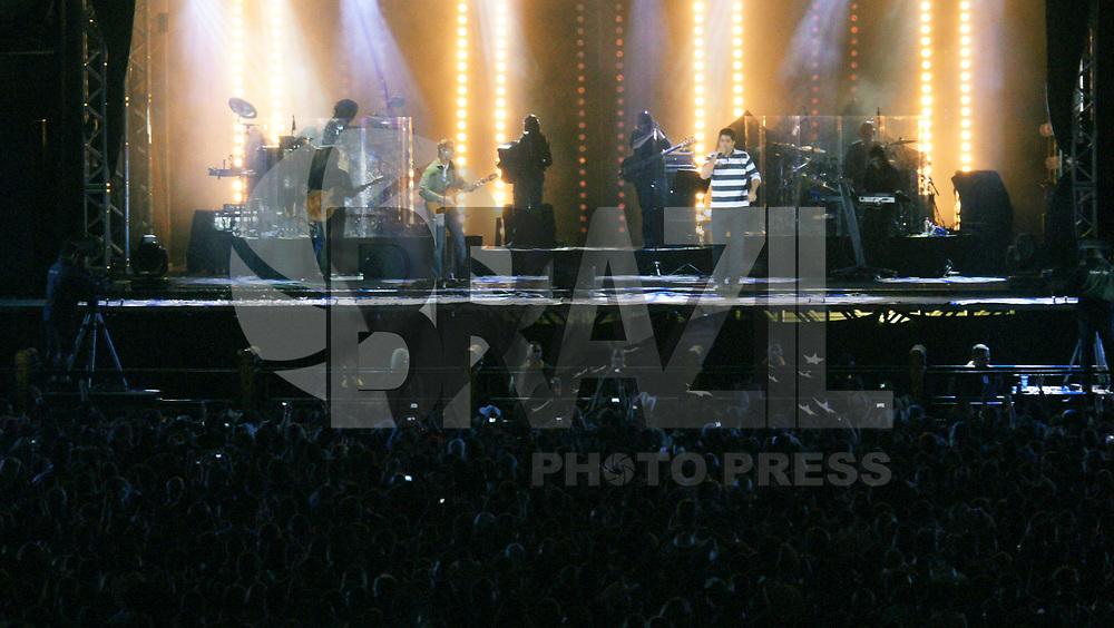 JAGUARI&Uacute;NA, SP, 14 DE MAIO 2011 &ndash;  RODEIO DE JAGUARI&Uacute;NA 2011, Sexta e &uacute;ltima noite do Jaguari&uacute;na Rodeo Festival, que est&aacute; em sua 23&ordf; edi&ccedil;&atilde;o, Show da dupla Victor &amp; Leo.<br />(FOTO: PADUARDO / NEWS FREE).