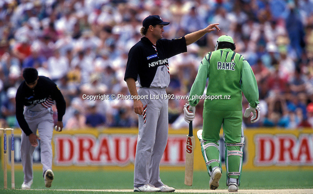 Martin Crowe works on field placement, New Zealand Black Caps v Pakistan, one day international cricket, 1992/93 season. Photo: Andrew Cornaga/PHOTOSPORT