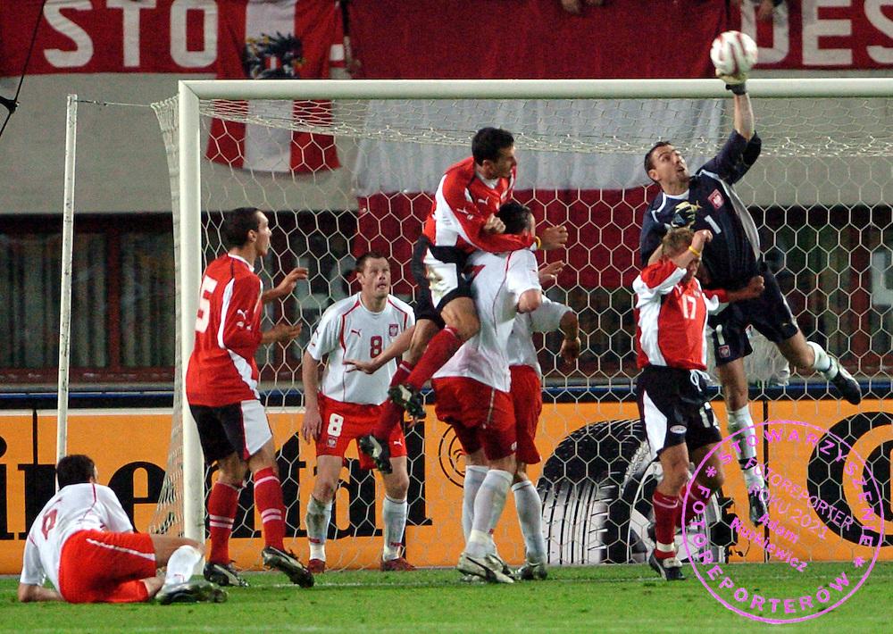 n/z.: lezy Jacek Bak (nr6-Polska) , Emanuel Pogatetz (nr5-Austria) , Martin Stranzl (nr3-Austria) , Tomasz Hajto (nr7-Polska) , Jacek Krzynowek (nr8-Polska) , Christian Mayrleb (nr17-Austria) , bramkarz Jerzy Dudek (nr1-Polska) , Austria (czerwono-czarne) - Polska (biale-czerwone) 1:3 , eliminacje mistrzostw swiata 2006 , sezon 2004/2005 , pilka nozna , Austria , Warszawa , 09-10-2004 , fot.: Adam Nurkiewicz / mediasport.pl..lies Jacek Bak (nr6-Polska) , Emanuel Pogatetz (nr5-Austria) , Martin Stranzl (nr3-Austria) , Tomasz Hajto (nr7-Polska) , Jacek Krzynowek (nr8-Polska) , Christian Mayrleb (nr17-Austria) , goalkeeper Jerzy Dudek (nr1-Polska)  during the soccer match in Vienna. Qualifying round 2006 FIFA World Cup. October 9, 2004 ; Austria (red-black) - Poland (white-red) 1:3 ; season 2004/2005 , football , Austria , Vienna , ( Photo by Adam Nurkiewicz / mediasport.pl )