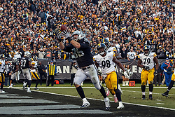 OAKLAND, CA - DECEMBER 09: Tight end Lee Smith #86 of the Oakland Raiders catches a pass for a touchdown  in front of linebacker Vince Williams #98 of the Pittsburgh Steelers during the fourth quarter at O.co Coliseum on December 9, 2018 in Oakland, California. The Oakland Raiders defeated the Pittsburgh Steelers 24-21. (Photo by Jason O. Watson/Getty Images) *** Local Caption *** Lee Smith; Vince Williams
