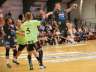 HÅNDBOLD: Anders Martinusen (Århus) skyder på mål under kampen i 888-Ligaen mellem Nordsjælland Håndbold og Århus Håndbold den 2. september 2017 i Helsinge Hallen. Foto: Claus Birch.