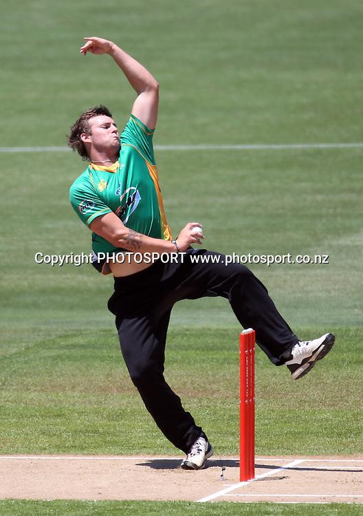 Central bowler Doug Bracwell. Twenty20 Cricket, HRV Cup Final 2010/11. Auckland Aces v Central Stags, Colin Maiden Park, Auckland. Sunday 2 January 2011. Photo: Andrew Cornaga/photosport.co.nz