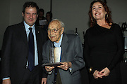 Moisés Broggi, 102 years, holds the Amics de la Gent Gran Award he received from the Barcelona mayor Jordi Hereu and the actress Veronica Forqué during the 23rd Big Christmas lunch (December 18).